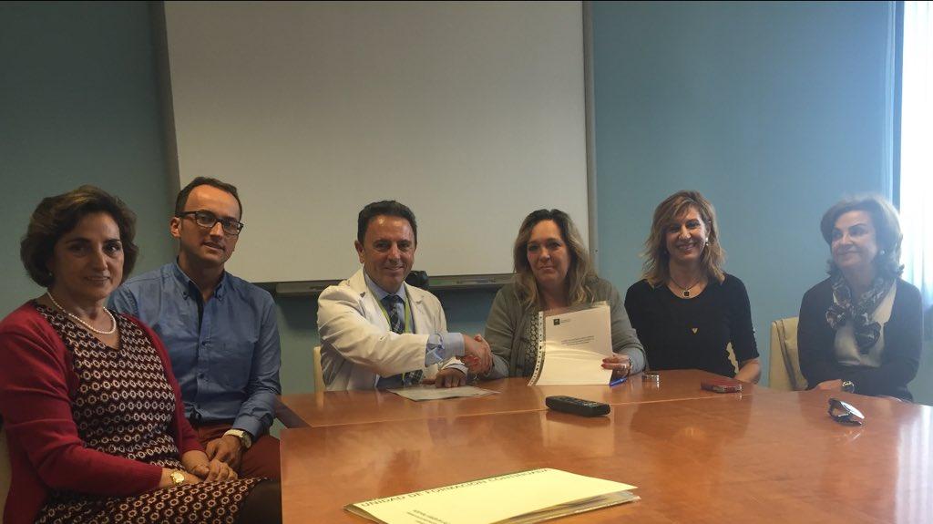 Firma convenio colaboración Complejo Hospitalario Universitario de Granada
